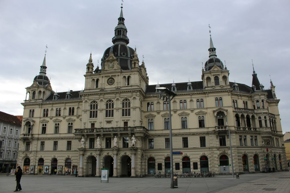 The City of Graz challenges suppliers for solutions combining openness and security